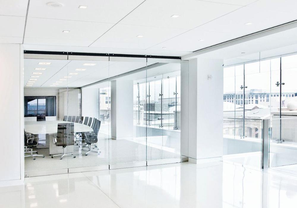 ... Wie Etwa Zwischen Wohnzimmer Und Wintergarten U2013 Zu. Glaswände Für  Terrassen Und Balkone Werden Auch Witterungsbedingten Anforderungen Gerecht.